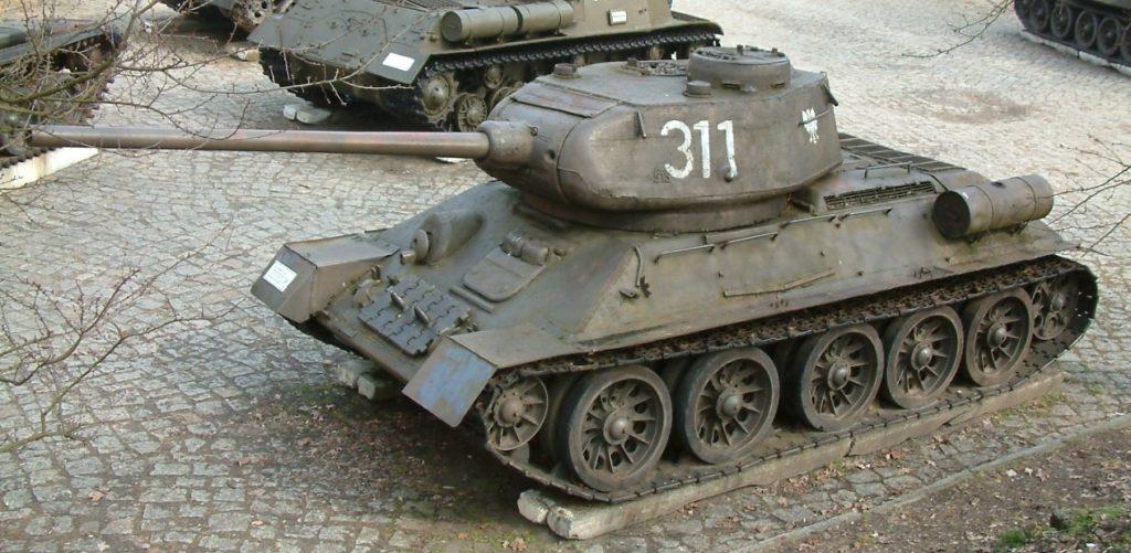 Se aprecia un modelo de carro de combate soviético t-34