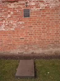Imagen con la tumba de María Oktiábrskaya en la que se aprecia la sepultura de la tanquista