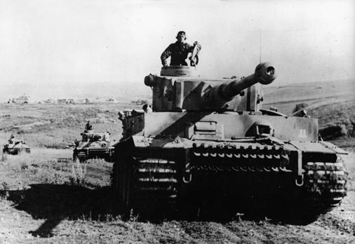 Panzer VI tiger 1 preparándose para el combate