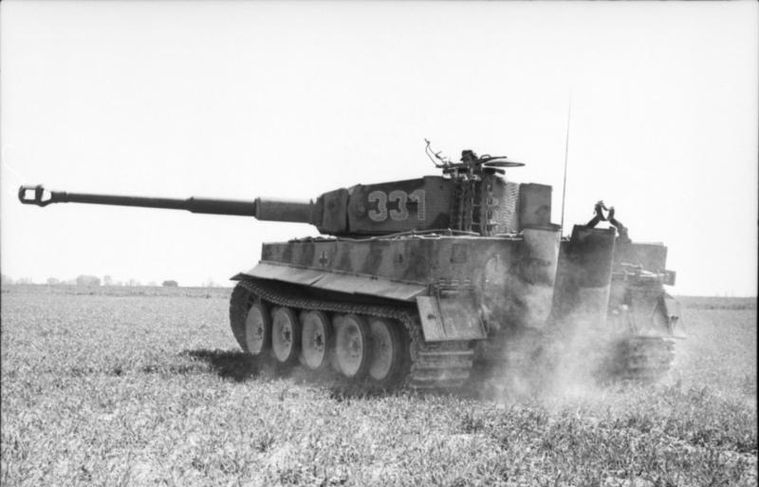Panzer VI en un acto de entrenamiento