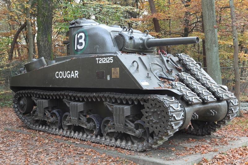 Sherman M4 - Estatua representativa del carro de combate más famoso de la II GM